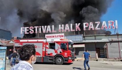 بالفيديو.. حريق هائل في مدينة إنطاليا التركية