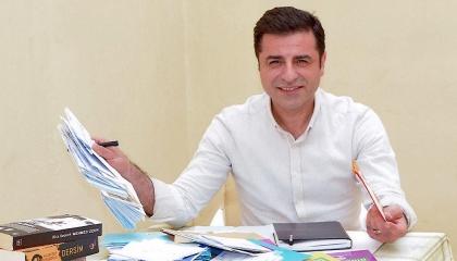 زعيم الأكراد المعتقل يوجه رسالة تعزية لضحايا الطائرة المتحطمة