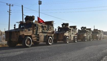 الاحتلال التركي يعزز قواته في إدلب السورية برتل ضخم يضم 25 آلية عسكرية