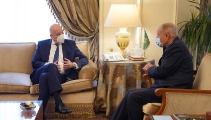 وزير الخارجية اليوناني يستهل زيارته للقاهرة بلقاء أمين الجامعة العربية