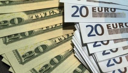 ليلة سقوط الليرة.. اليورو والدولار يكتسحان العملة التركية والذهب يقفز لـ416
