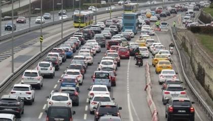مع انتهاء حظر التجوال في المدينة.. معدل الكثافة المرورية في إسطنبول 70%