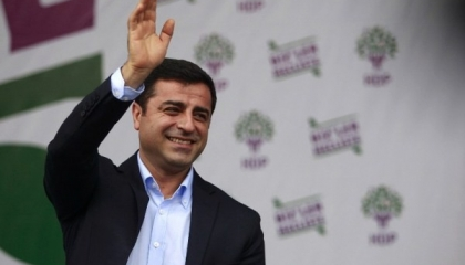 «الأمل ليس في الرجال».. رسالة زعيم الأكراد من الزنزانة في يوم المرأة