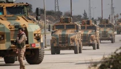 عشرات الآليات العسكرية التركية تدخل منطقة «بوتين-أردوغان» بسوريا