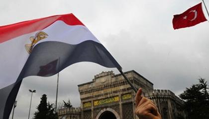 كاتب تركي: أنقرة تريد إعادة العلاقات مع مصر والقاهرة تبقي الباب مفتوحًا