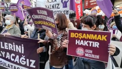 في يومهن العالمي.. تركيات يطالبن بحقوقهن والشرطة ترد!
