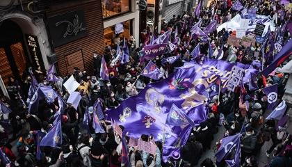 ضحايا «مسيرة الليل النسوية».. إسطنبول تعتقل 13 مواطنة تركية