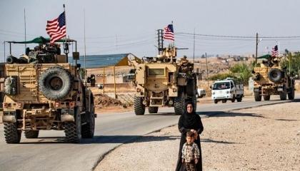 مقتل رجل أمن وإصابة آخر في انفجار استهدف قوات أمريكية في العراق