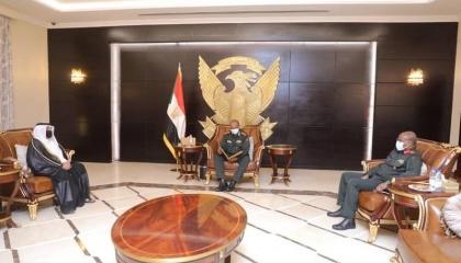 الأمير القطري يدعو رئيس مجلس السيادة السوداني لزيارة الدوحة