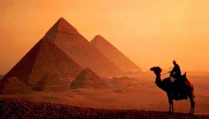 الأهرامات ضمن أفضل 5 وجهات سياحية للبريطانيين بعد انتهاء الإغلاق