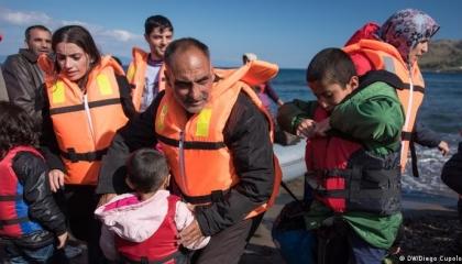 اليونان: على تركيا استعادة 1450 مهاجرًا تنفيذًا لاتفاق الاتحاد الأوروبي