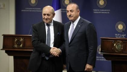 وزير الخارجية التركي يجري اتصالًا هاتفيًا بنظيره الفرنسي