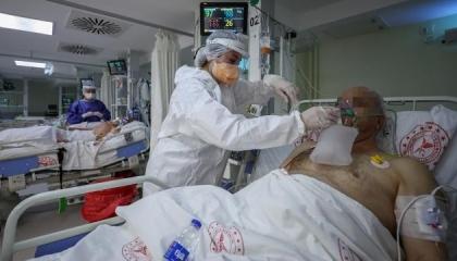 إصابات كورونا اليومية بتركيا تتجاوز 20 ألف حالة