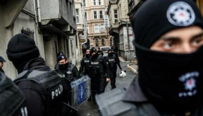 السلطات التركية تعتقل 16 ضابطًا بزعم انتمائهم لمنظمة جولن