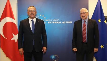 جاويش أوغلو يتراجع ويغازل أوروبا في بروكسل: سنبذل كل ما يلزم للتعاون
