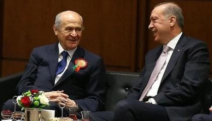 زعيم الحركة القومية يهنئ أردوغان بإعادة انتخابه رئيسًا لـ«العدالة والتنمية»