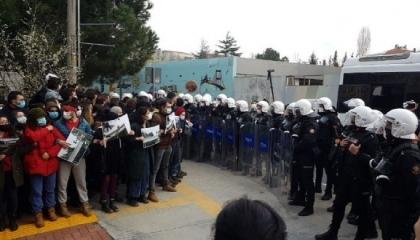 الشرطة التركية تعتقل 12 طالبًا من جامعة بوغازيتشي