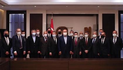 جاويش أوغلو يلتقي رجال الأعمال الأتراك في عاصمة طاجيكستان