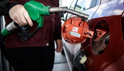 بعد انهيار الليرة.. تركيا تفرض زيادة جديدة على أسعار الديزل والبنزين