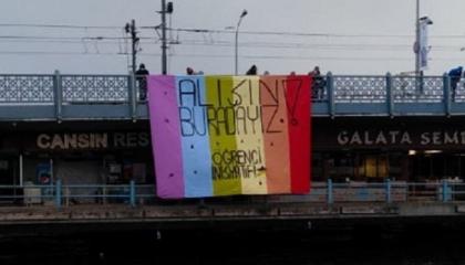 علم «الرينبو» يرفرف على جسور إسطنبول في تحدٍ جديد لأردوغان