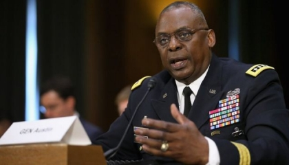 وزير الدفاع الأمريكي يهاتف نظيره اليوناني بشأن التطورات في شرق المتوسط