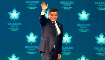 داود أوغلو يفاجئ الجميع ويدافع عن أردوغان: لن نسمح للانقلابيين بالمرور!