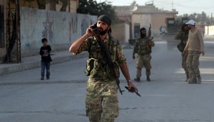 الميليشيات الموالية لتركيا تطرد عوائل سورية نازحة بدير الزور إلى العراء