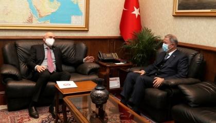 وزير الدفاع التركي يلتقي السفير التشيكي في أنقرة