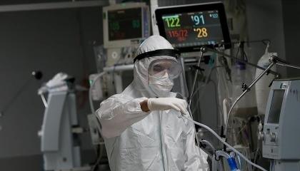 مستشفيات تركيا تتحصل على 8  آلاف ليرة في الليلة من مرضى كورونا