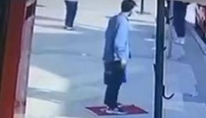 شرطة إسطنبول تعتقل شابًا سوريًا بعد دهسه للعلم التركي أمام المارة