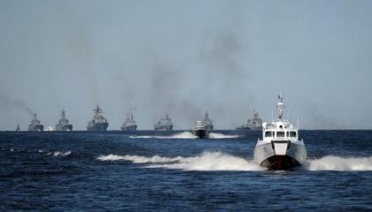 البحرية الروسية تبدأ مناورات في البحر الأسود قبل وصول سفينتين أمريكيتين