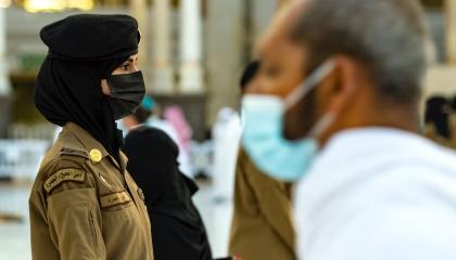 «السعودية القادمة بقوة».. بالصور| سعوديات في أمن الحرم المكي لأول مرة