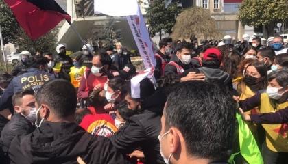 الشرطة التركية تعتدي على تجمع عمالي وتعتقل 30 شخصًا قبيل عيد العمال