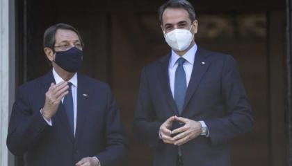 الرئيس القبرصي يناقش ملف انقسام الجزيرة مع قيادات اليونان