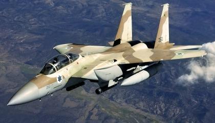 طائرات الاحتلال الإسرائيلي تقصف المدارس في قطاع غزة