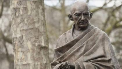 مجهولون يحرقون تمثال غاندي بأرمينيا والسبب اعتراف الهند بالإبادة الجماعية