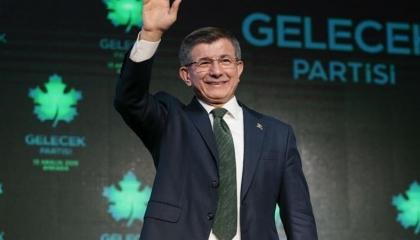 داود أوغلو: لو كان وزير الصحة يحترم نفسه لاستقال بعد تكذيب أردوغان له