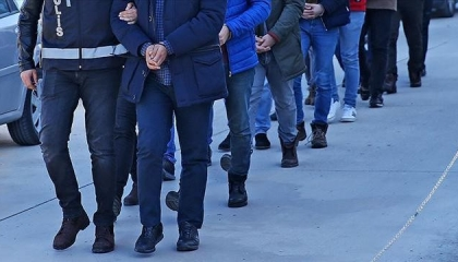 شرطة إسطنبول تعتقل 4 ضباط ومحاميين اثنين بتهمة الفساد الإداري