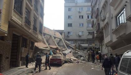 انهيار أحد مباني إسطنبول السكنية.. وهذه تفاصيل الحادث