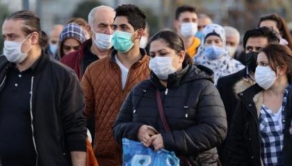 كورونا يفتك بالأتراك.. والوفيات تتخطى الـ43 ألف حالة