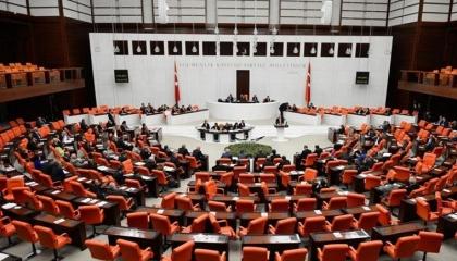 حزب العدالة والتنمية يقدم حزمة الاقتصاد الجديدة إلى البرلمان التركي