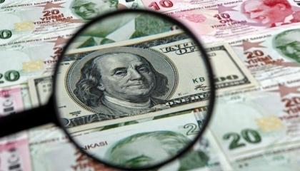 العملة التركية تواصل انهيارها.. والدولار يصل إلى 8.75 ليرة