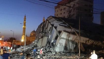 شاهد.. الاحتلال الإسرائيلي يقصف أبراجًا سكنية في غزة بطائراته الحربية