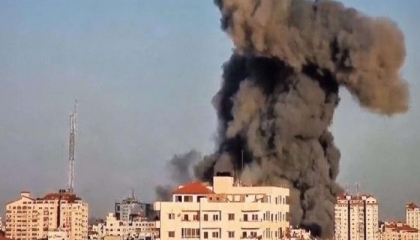 المقاتلات الإسرائيلية تدمر برج الشروق بمدينة غزة