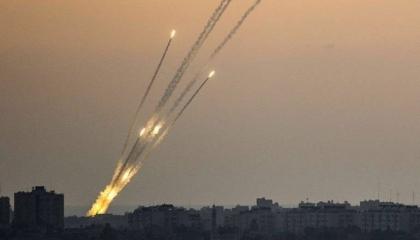 كتائب القسام تعاود القصف بـ130 صاروخًا ردًا على تدمير إسرائيل لبرج الشروق