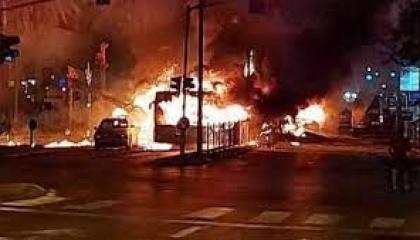 بعد حظر التجوال.. مواجهات عنيفة في مدينة اللد بين فلسطينيين وإسرائيليين