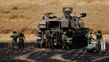 الدبابات الإسرائيلية تطلق قاذفاتها باتجاه مجموعات تدخل شمال فلسطين من لبنان