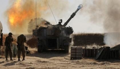 بالدبابات والزوارق الحربية.. إسرائيل تقصف مناطق في قطاع غزة