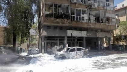 إسرائيل تستهدف المراكز الصحية في غزة وتقطع الطرق المؤدية للمستشفيات