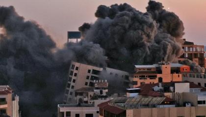 طائرات الاحتلال الإسرائيلي تقصف برج المهند في قطاع غزة